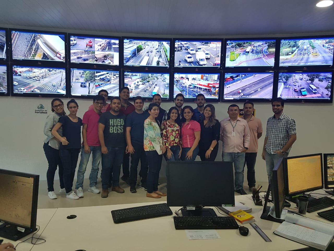 Alunos do Curso de Engenharia Civil da Unichristus visitaram a Central do Controle de Tráfego em Área de Fortaleza (CTAFOR)