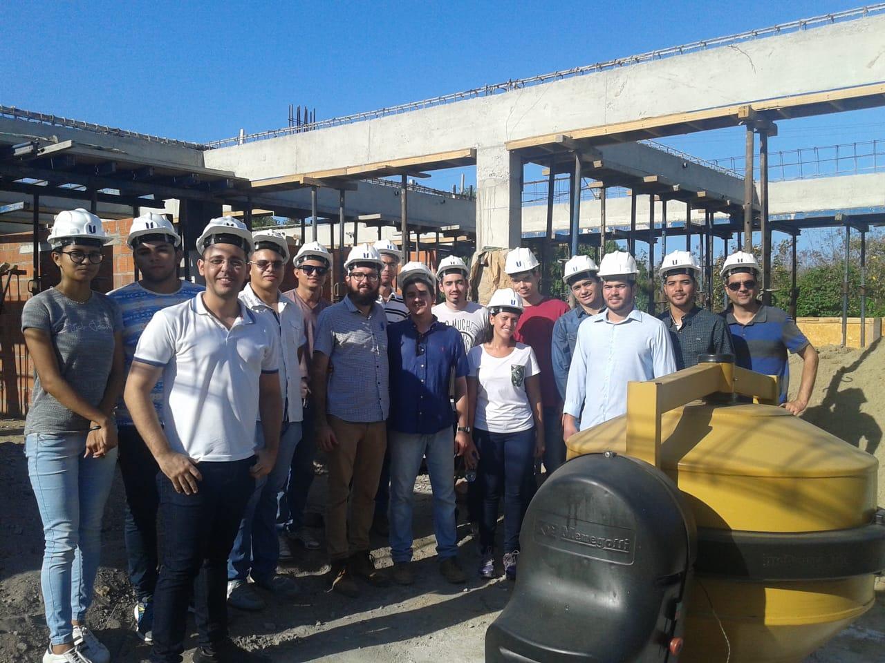 Alunos do Curso de Engenharia Civil da Unichristus visitaram a uma obra Residencial no Alphaville.